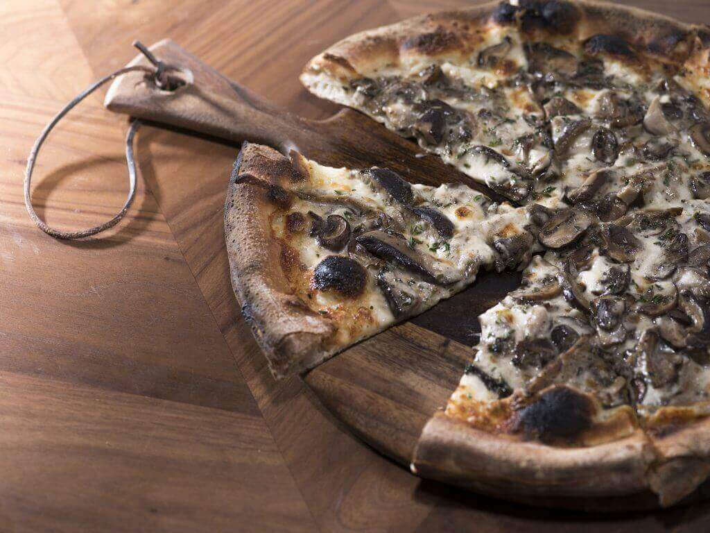 Mushroom-Pizza-on-Board-1024x768